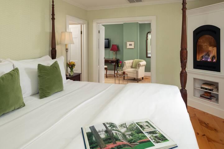 Seacroft Suite - Candleberry Inn