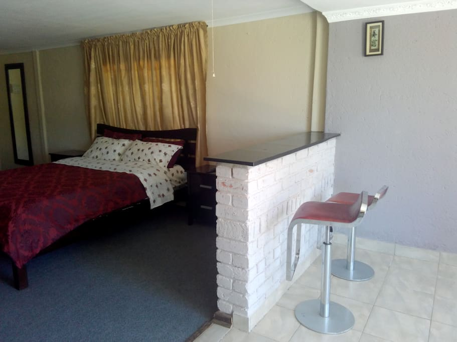 Cliffs bed bath beyond guesthouses for rent in harare for Beds zimbabwe