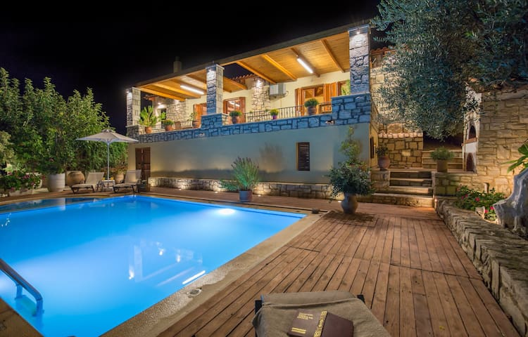 Villa Myrrini-Lovely sunlit terrace & private pool - Rethymno Asteri - Villa