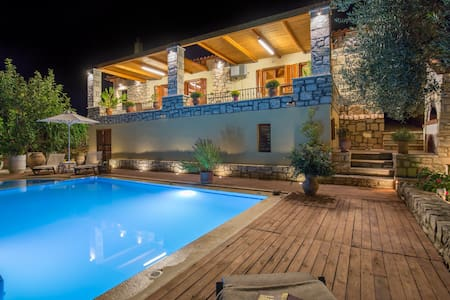 Villa Myrrini-Lovely sunlit terrace & private pool - Rethymno Asteri - Vila