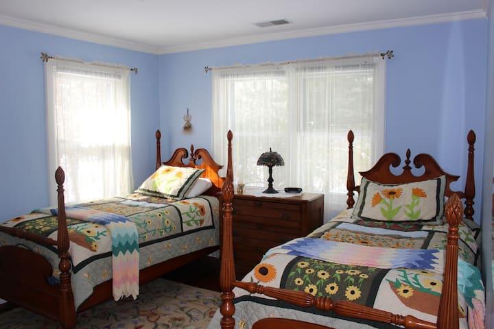 Sunrose Farm Twin beds, private bath