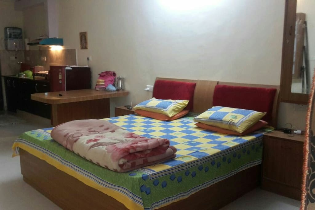1 bed and 1 sofa cum bed with room so sleep max 4 and privacy of 2