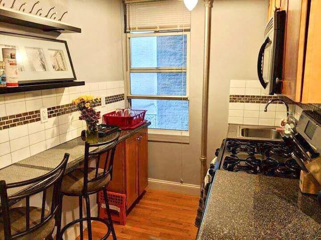 Cozy, quiet apartment in trendy Greenpoint spot!