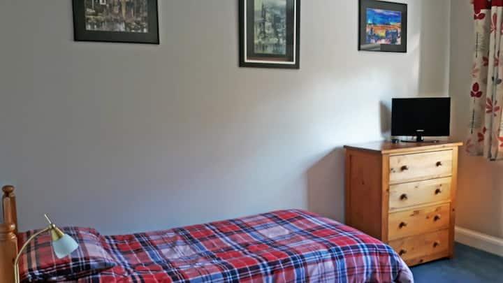 Large Single Bedroom-TV/Wifi  nr NPL & St Mary's