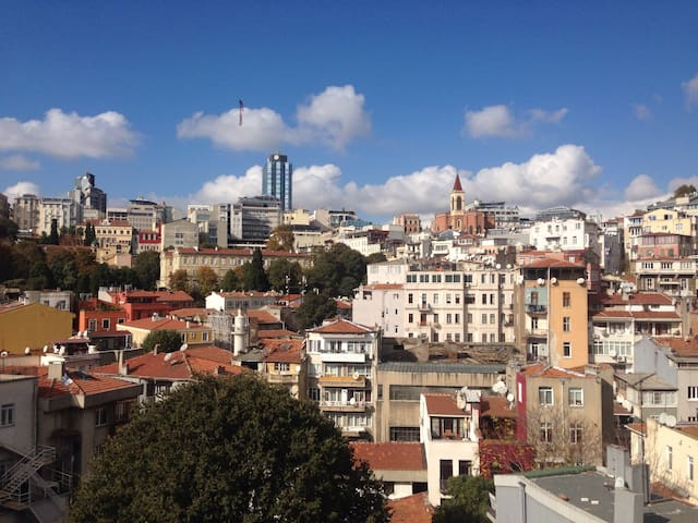 Room with The Old city View in Cihangir -1