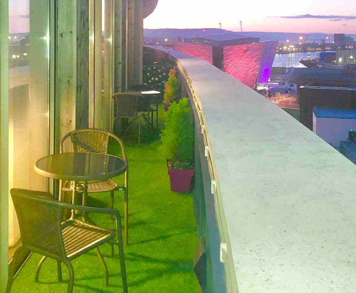 PENTHOUSE: 30secs TO TITANIC MUSEUM: SLEEPS 4