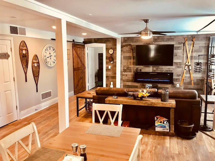 Cozy Apt in Historic Building Near Ski Resorts