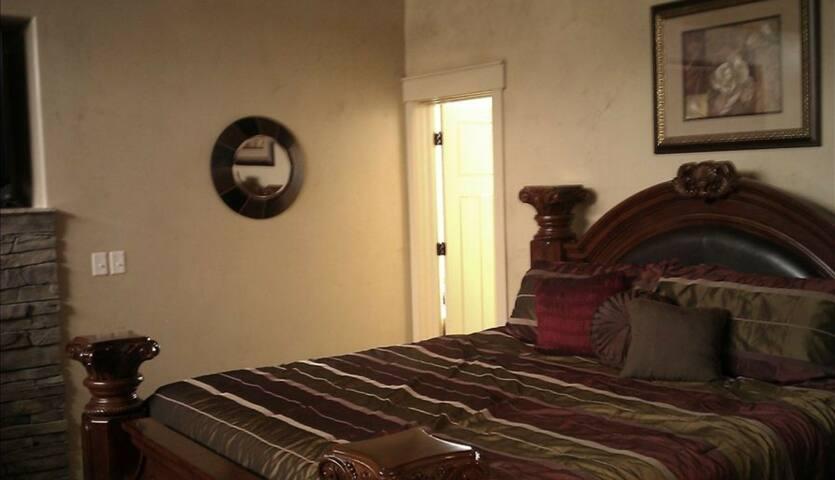 Bear Lake Utah Mansion/Playhouse (46 guests max.)