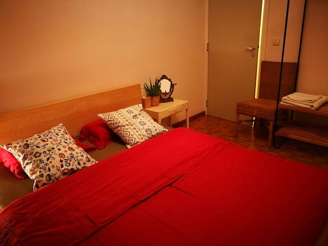 ~~ * Cosy room * Nice place * Well located *~~ - Bruxelles - Apartemen