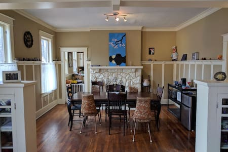 Midtown Master Bedroom - Memphis - Talo