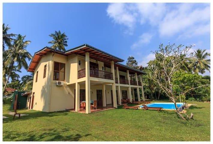 Villa Alexandra - Private Room by the lake