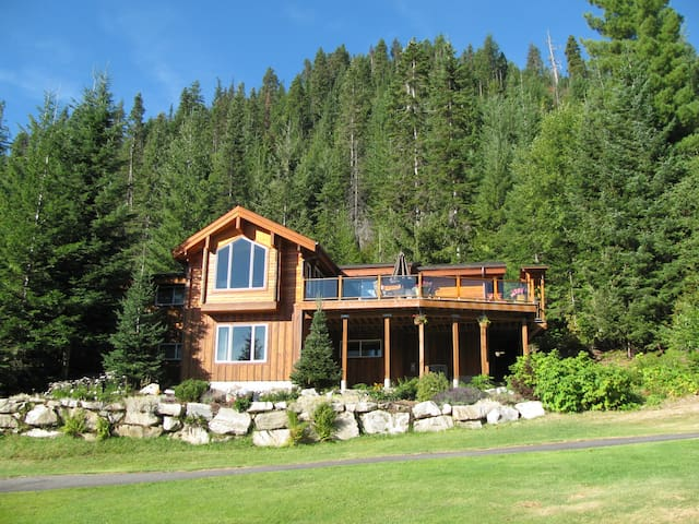 Log Cabin with Gorgeous Views!