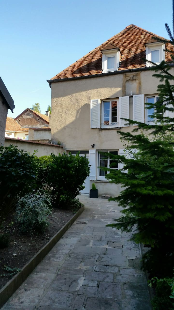 "LANGRES.The ""4"": Beautiful house in the heart of the historic center of Langres."