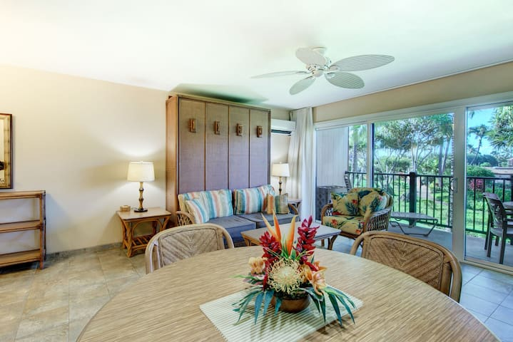 Pono Kai  - Garden View, Steps to Beach, 1BR/1BA, LR A/C, pool, historic Kapa'a