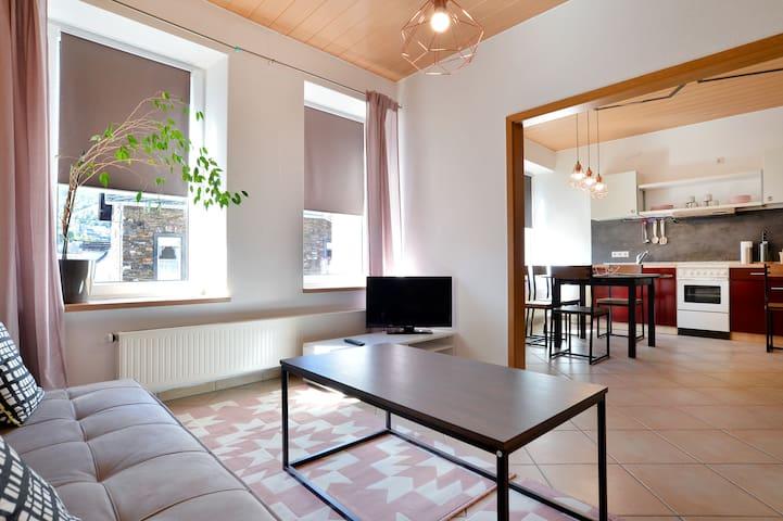 Ruhige Ferienwohnung mit Hotelservice & Burgblick