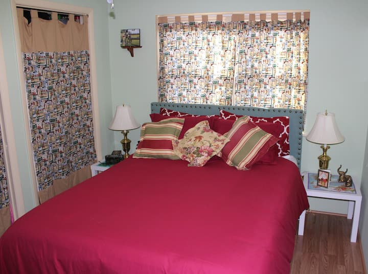 Pam's Place-Private Room on Main Floor in Maumelle