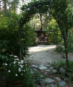 Lilac Cottage, Mountain Cabin on the Creek - Markleeville - 小木屋