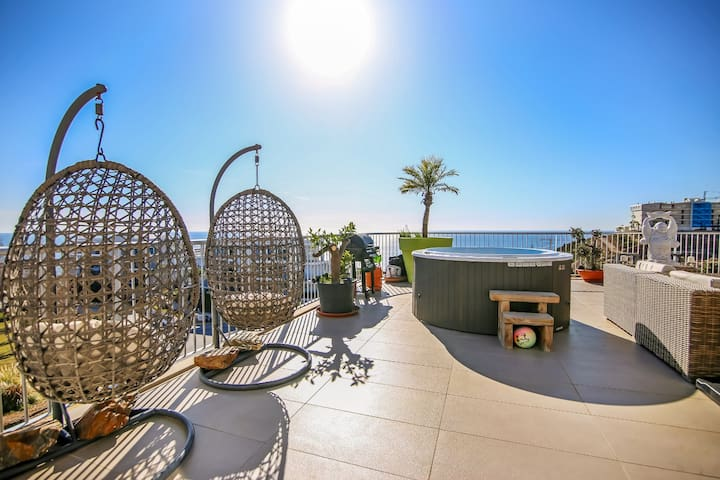 Luxury Penthouse with Outdoor Jacuzzi & Seaviews