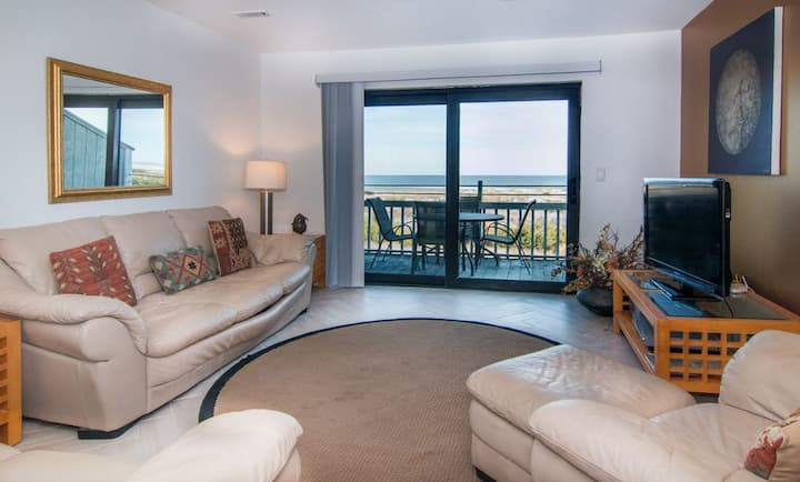 Beautiful Ocean Front Villa with NEW DECK- Pool Access and Steps to the Beach