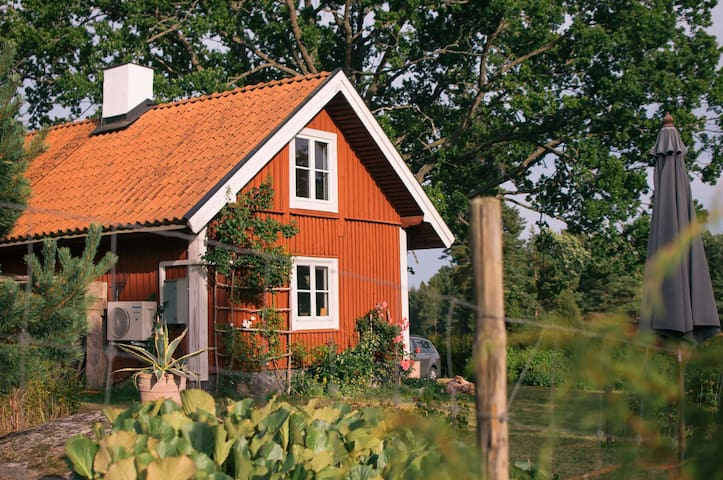 Unique 18th century cabin – the perfect hideaway - Tystberga - House