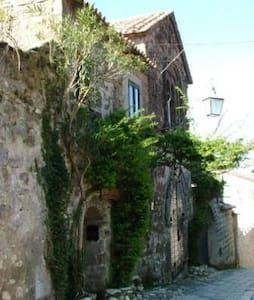 CASA DELLE BIFORE - Caserta Vecchia - Rumah