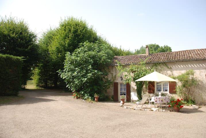 Gîte LES CHARMES  **** préfecture de la Dordogne