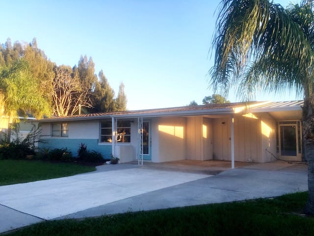 Remodeled 2/2 Charmer only Minutes from the Beach