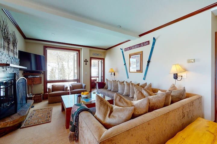 Ski-In/Ski-Out Home in Snowmass w/Shared Hot Tub/Pool/WiFi/Private Washer/Dryer!