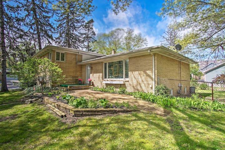 'Hydrangea House': Steps to Lake Michigan & Town!
