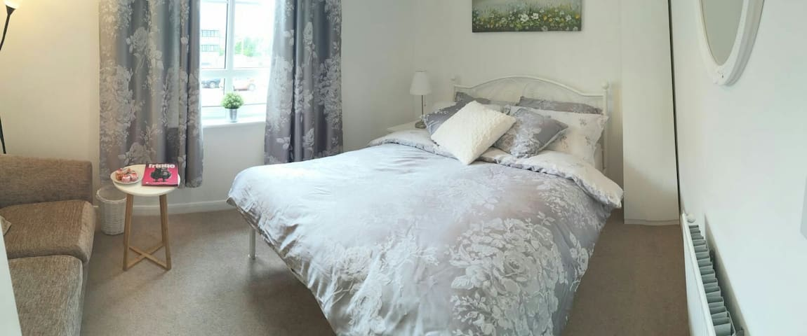Warm, quiet double room with private parking