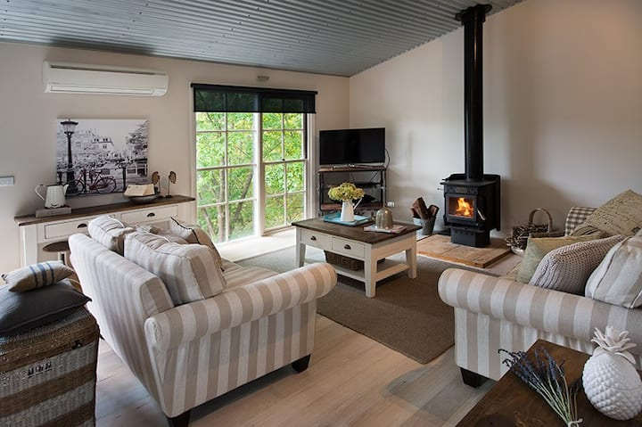 French Cottage | Fire | Air con | Spa | $0 fees