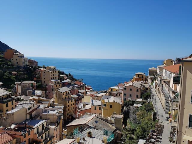 Vista sul mare e sul borgo