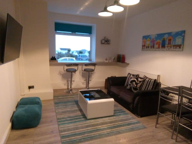 Modern 2 bed apartment with stunning sea views.