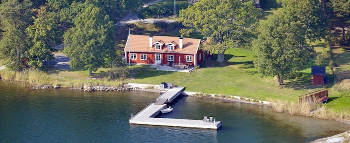 Unique seaside Archipelago cottage