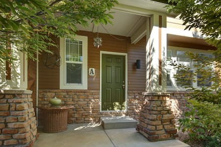 Beautiful townhouse in  Observatory Village - Fort Collins - Radhus