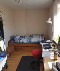 Sonniges  Privatzimmer in einer 5er- WG