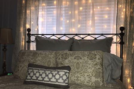 Business or Weekend Hideaway! Relaxing Environment