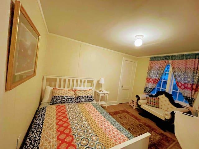 1st Floor Bedroom #1 Queen Bed