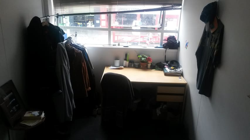 A cheap bed in Thorndon near bus and train station