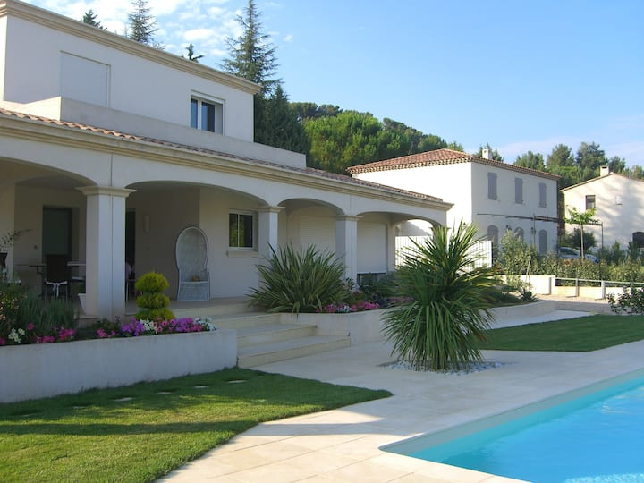 Villa - Piscine à 5 km d'Aix en Provence