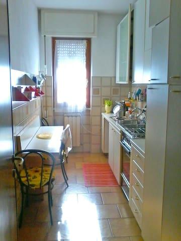 Camera  tra mare e monti - Carrara - Appartement