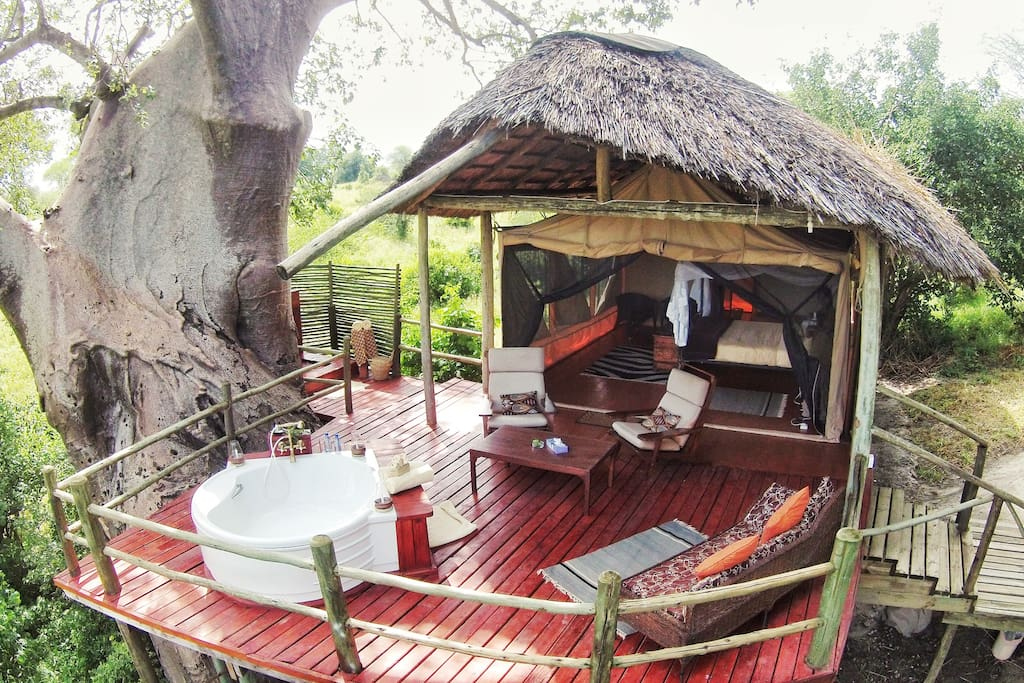 Luxury Couples Suite with a view of Tarangire River