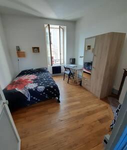 Appartement T1 style industriel centre de Nevers