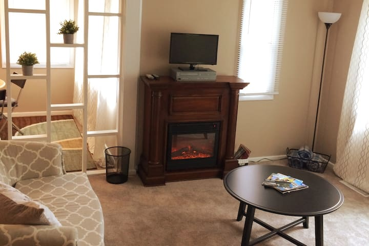 Cozy 3 bedroom minutes from Ball State University