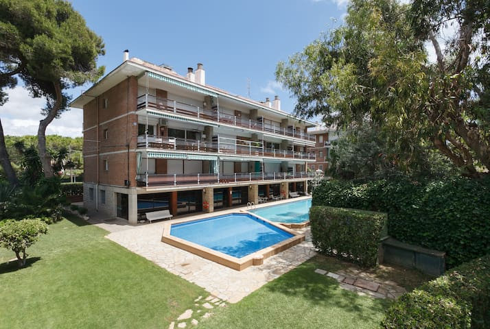 50m to the beach, pool and garden - Sitges - Apartmen