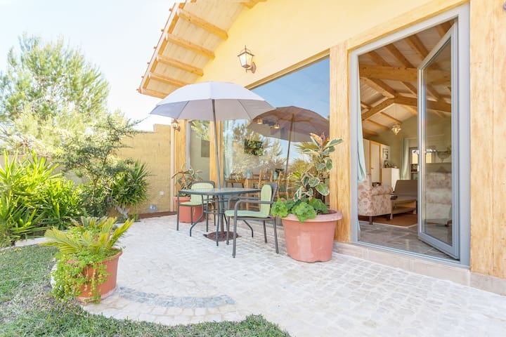 VILLA MARULHA GUINCHO walking distance to Beach