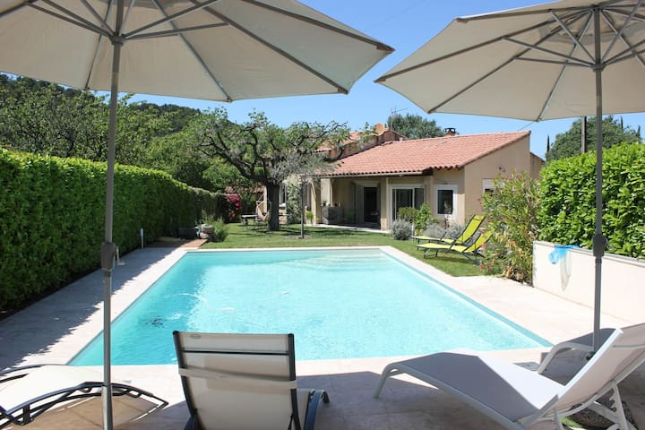 Family house with private pool in the heart of the village of Le Beaucet, at the foot of the Ventoux - sleeps 8