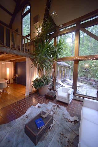 Private 50 acre post+ beam/mid century modern