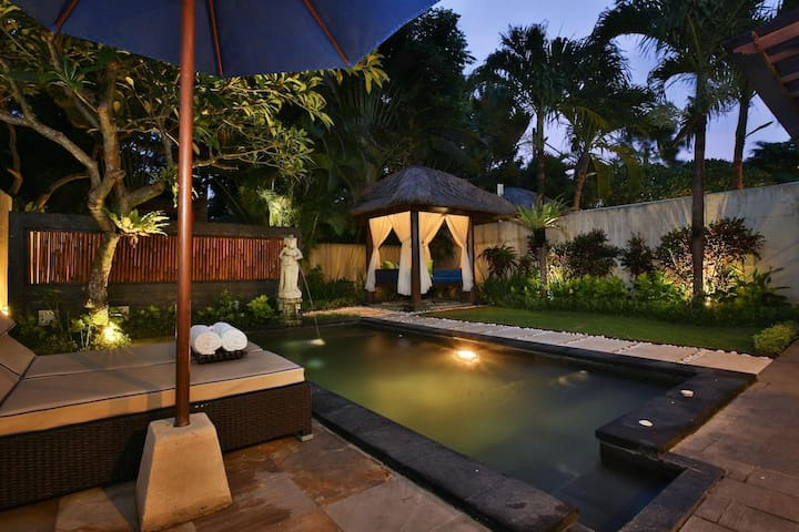 One-Bedroom Villa with Private Pool with Gazebo