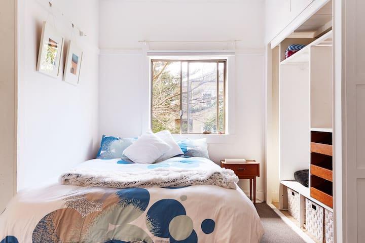 Bondi Beach Studio (clean sun-filled)